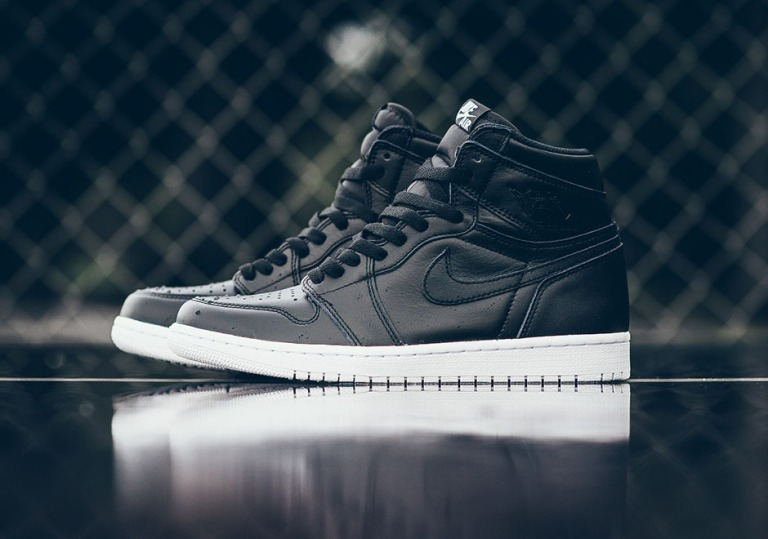 air-jordan-1-high-cyber-monday-black-white-2